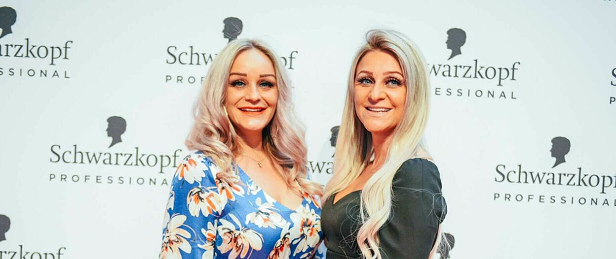 Cutting Edge Gewinnerin Carina Günay (rechts) mit ihrer Schwester |